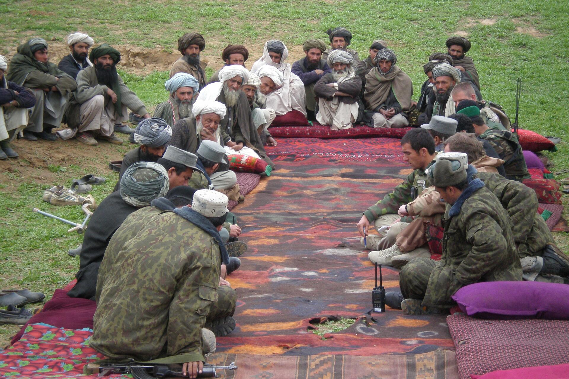 Afghan elder meeting | Photo by form PxHere | pxhere.com/en/photo/870283